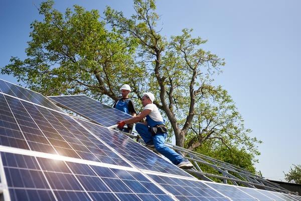 Låt solen skina på er BRF och satsa på solceller